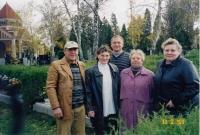 Zleva: Eduard, Růžena, Karel, Zdena, Jaroslava - pokrevní sourozenci při jediném společném setkání v Olomouci na hřbitově