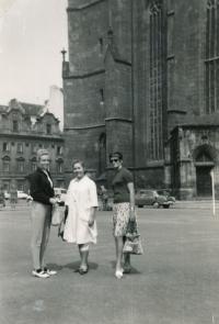 Se Sarou Howlett a Marcelou Maštovskou, 1966