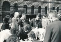 Podepisování prohlášení Dva tisíce slov v létě 1968