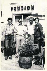 Vladimír Martinec (vpravo) a Bohuslav Šťastný (vlevo) v úvodu svého angažmá v západoněmeckém Kaufbeurenu v roce 1981