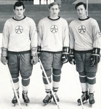 Bohuslav Šťastný, Jiří Novák a Vladimír Martinec (zleva) se sešli už v dorostu Tesly Pardubice. Mohli spolu hrát takřka naslepo