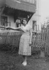 Jarmila Pospíšilová (Valouchová) v mládí
