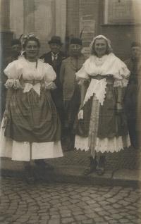 Ludmila Severinová rozená Novotná v kroji