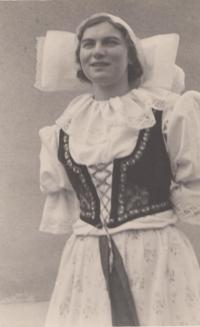 Ludmila Severinová v rychmburském kroji