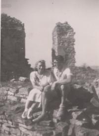Na výletě se svým budoucím manželem Jaroslavem Severinem