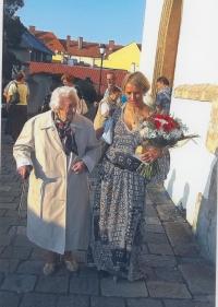 Oslavy 100 let Ludmily Severinové, s vnučkou