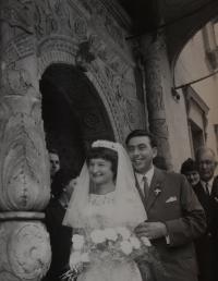 V roce 1966 se Jaroslava provdala za Rostislava Jesenského