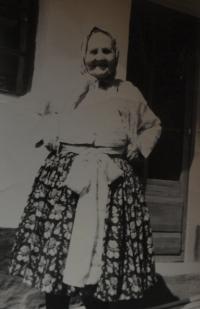Kateřina Vyskočilová byla matkou Růženy Hanákové, matky pamětnice. Byla válečnou vdovou, její muž padl v Itálii