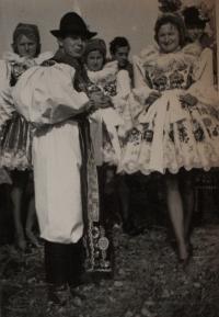 Jaroslava Jesenská v kroji, 1962