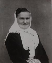 Maminka pamětnice Růžena Hanáková byla členkou Orla, její tatínek padl v Itálii
