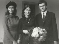 S rodiči po promoci, 1971