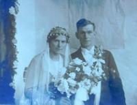 Svatební fotografie rodičů z roku 1934