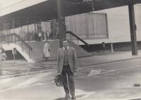 Miloslav Kopfstein v areálu Zemědělské fakulty v Českých Budějovicích (1975)