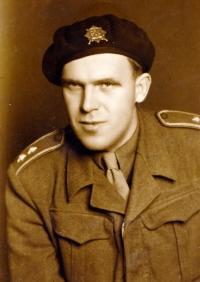 Mjr. Jan Líman, pamětníkův otec (Milovice r. 1946)