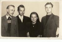 Jádro odbojové skupiny z Nové Bystřice (Jiřina Pešková uprostřed), počátek 50. let