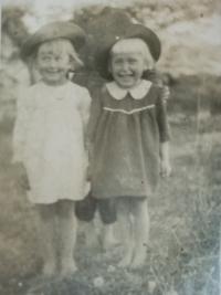 Se sestrou, foceno ještě v Polsku