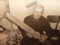 Pamětník na fotografii z novin