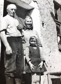 František and Aloisie Musils with grandaughter Dagmar Brtníková