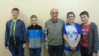 Bruno Brych s týmem žáků