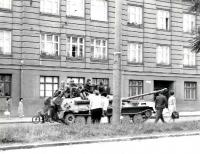 Sovětské tanky v brněnských ulicích