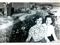 Jarmila Bartošíková with her sister Marie