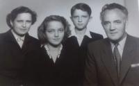 Soňa Antošová s rodinou, 50. léta