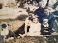 Rodina Iryny Volodymyrivny Potapove (rodiče a sestra), rok 1942, foceno v Polsku (do přesídlení na Ukrajinu)