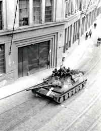 Sovětské tanky na ulici Dornych v Brně