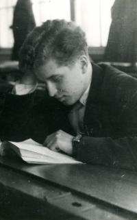 Ivan M. Havel studuje večerní gymnázium, 50. léta