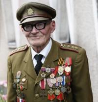 Jan Plovajko před svým domem
