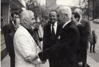 Městské divadlo Zlín, Ivan Kalina a Tomáš Baťa po premiéře hry o T. Baťovi, cca 1990-91, Zlín