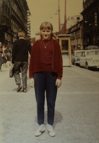 Lenka Šepsová na výletě v Praze v roce 1967