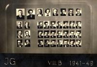 Václav Šulista (vlevo dole) na maturitním tablu Gymnázia J. V. Jirsíka, 1949