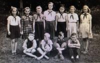 Paní Cepková, 50. léta - s pionýrským šátkem