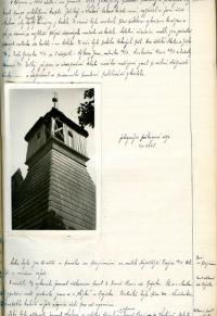 Dobová fotografie poškozené věže kostela z roku 1945