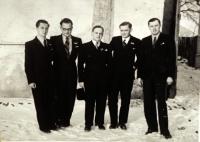 Manžel D. Jírové Miloš Jíra (zcela vlevo) a jeho bratr (zcela vpravo), majitelé velkostatku, oba tragicky zemřeli v souvislosti s kolektivizací