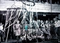 D. Jírová (druhá řada, třetí zleva) jako cvičenka na sokolském sletu v roce 1938