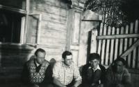 Heřmaničky, pamětník druhý zleva, 1953