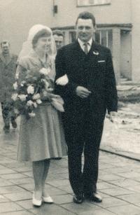 František Šimon a Emilie Kadavá, svatební foto, Chleby, 9. března 1963