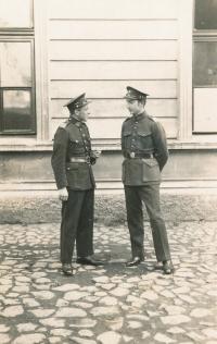 Pamětníkův otec František jako poručík, Litoměřice, polovina 20. let 20. století