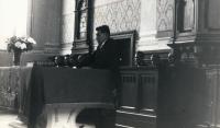 Instalace faráře Jaromíra Juna, hovoří kurátor Jan Hotovec, evang. kostel Chleby