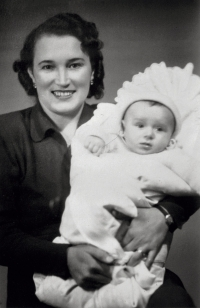 Václav Bruna s matkou (1950)