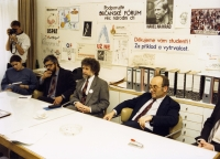 1990 - schůze Občanského fóra (Egon Ditmar, Alois Strnad, Ivan M. Havel)