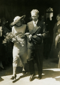 Svatba rodičů - Václava M. Havla a Boženy, rozené Vavrečkové (1935)