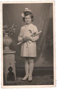 Při svatém přijímání, 1946