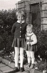 Dcery Jiřiny Masné, Jiřina a mladší Milena, 1962