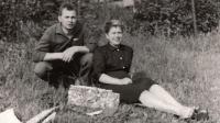 Na výletě s manželem, 1965