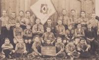 1. oddíl chotěbořských skautů, Bohuslav Kořínek v prostřední řadě čtvrtý zleva, 1925