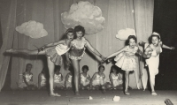 Děti v představení Zlatý klíček, Lanškroun, 1956