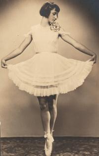 Eva Okenfusová, 1939